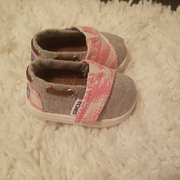 687ffdd73f ... Toms baby girl shoes. M_5a4556e531a37600aa0dfdc0